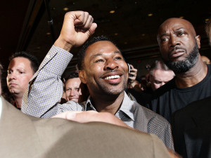 Mosley Grand Arrival 110503_001a
