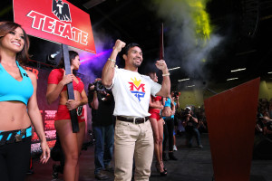 April 28, 2015, Las Vegas,Nevada  ---  Superstar Manny Pacquiao arrives in Las Vegas for his fan rally Tuesday for his upcoming 12-round welterweight world championship unification mega-fight against Floyd Mayweather.      Promoted by Mayweather Promotions and Top Rank Inc. , this pay-per-view telecast will be co-produced and co-distributed by HBO Pay-Per-View® and SHOWTIME PPV® Saturday, May 2 beginning at 9:00 p.m. ET/ 6:00 p.m. PT from the MGM Grand Garden Arena in Las Vegas.     ---   Photo Credit : Chris Farina - Top Rank (no other credit allowed)  copyright 2015