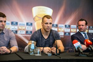 D83R6wuX4AA MIl 300x200 - Kalle Sauerland: The Judges Will Have No Favoritism Towards Briedis
