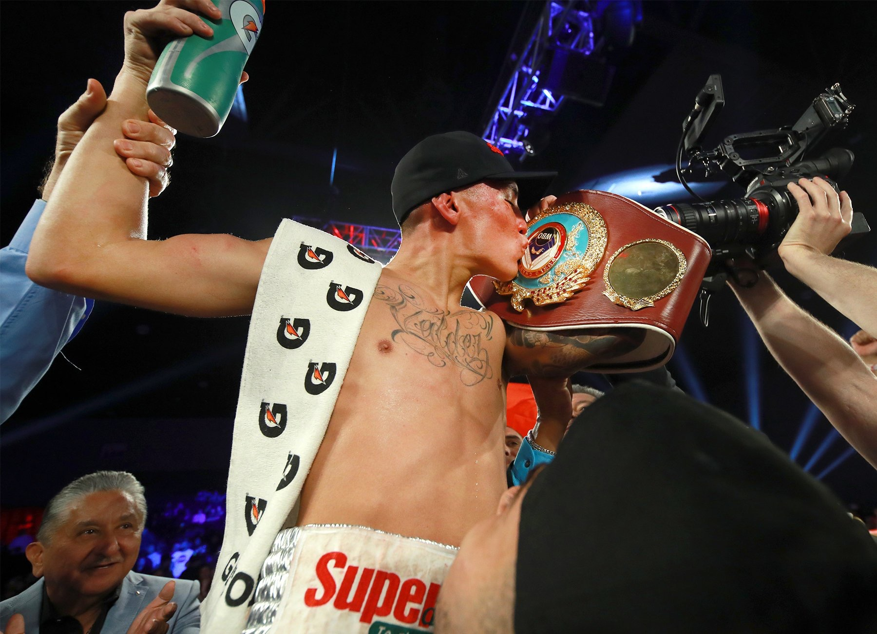 E9F0215D D8EE 4891 AB55 1355C4C15C03 - Oscar Valdez Delivers One-Sided Pummeling for 6th Successful Title Defense