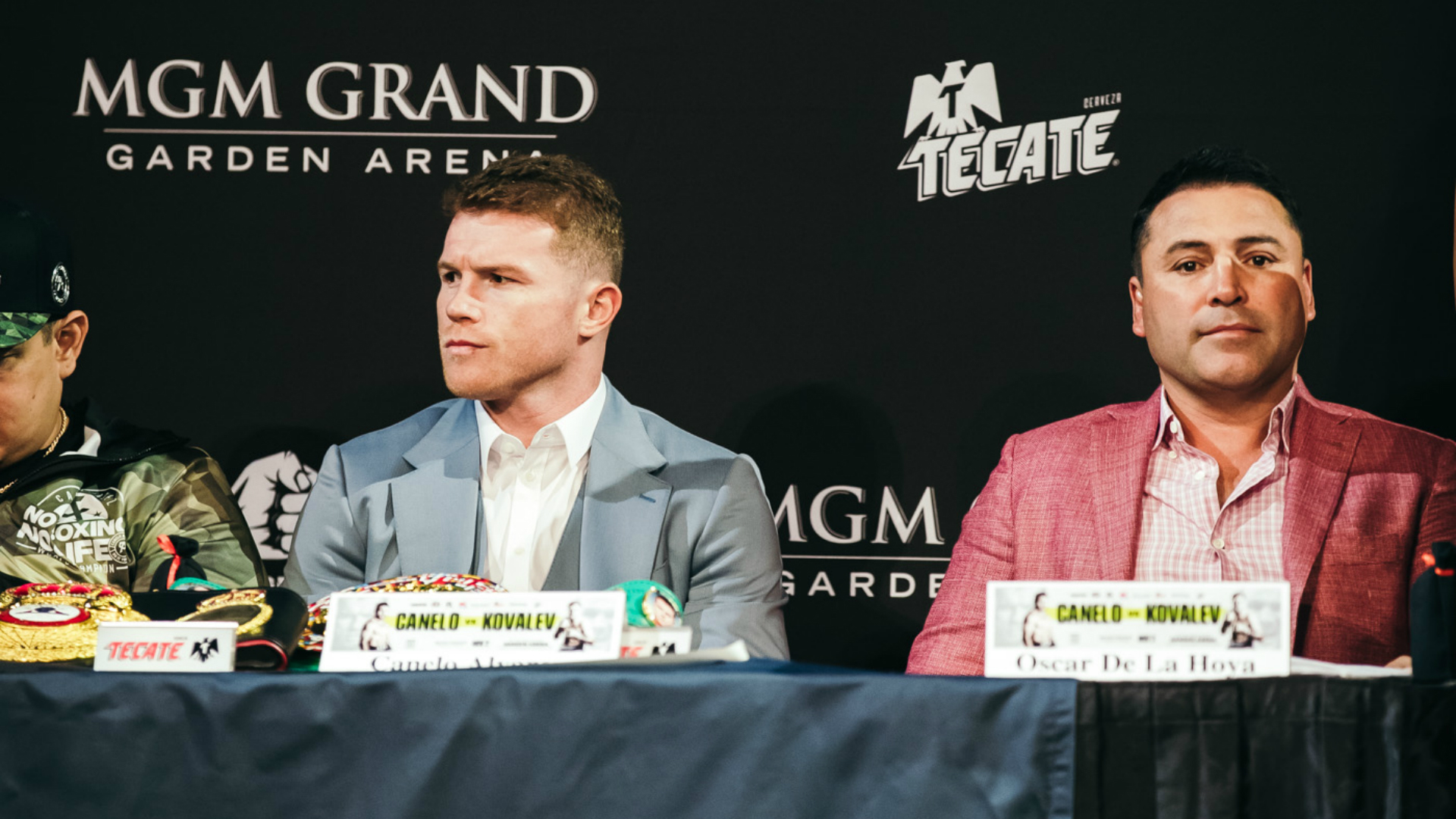 Canelo and De La Hoya - Canelo Alvarez Loses Round One Of Lawsuit Claim, Now Has Until September 28th To Amend