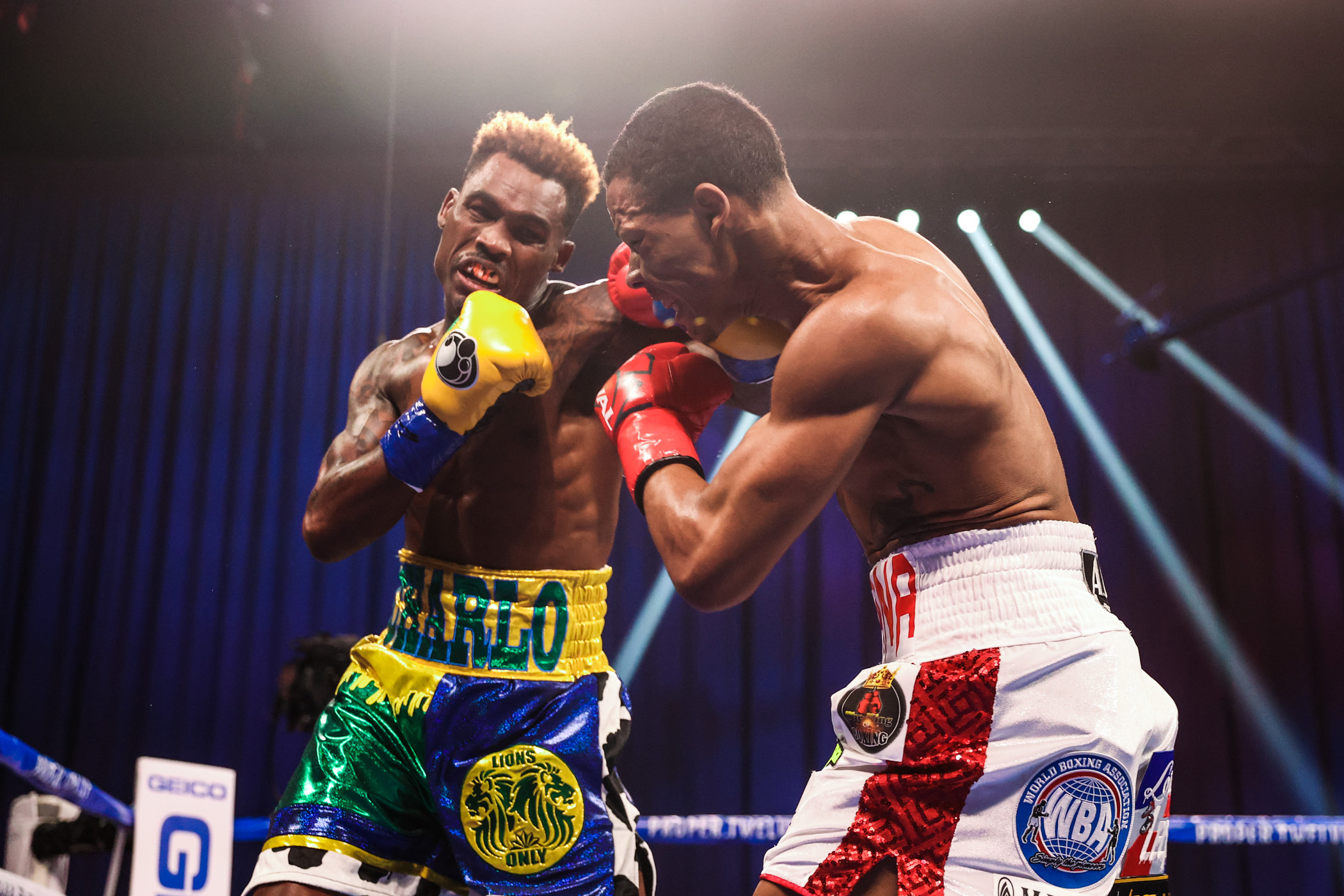 Jermell - Jermall Charlo Knocks Out Jeison Rosario With Stunning Body Shot