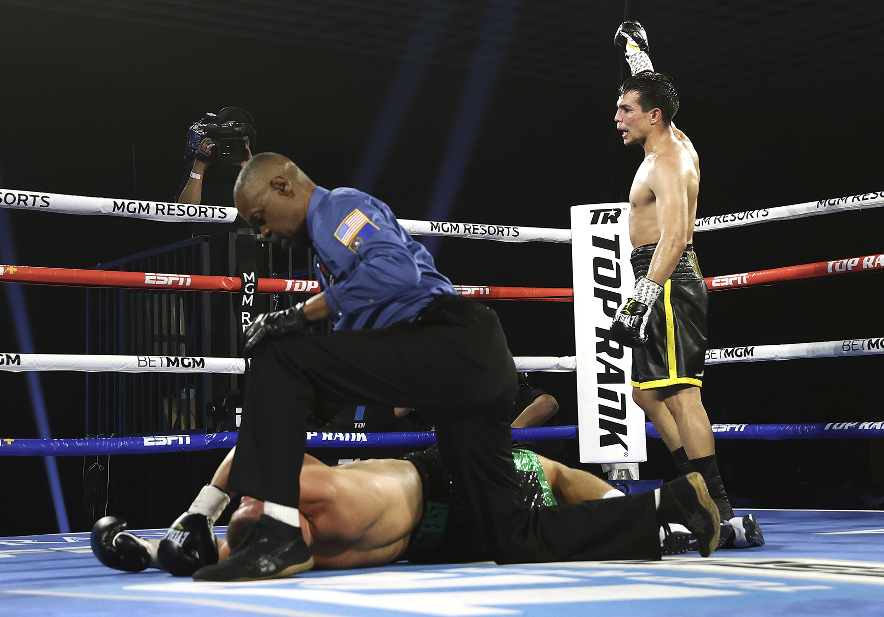 Zepeda - Jose Zepeda Delivers Knockout Of The Year Against Ivan Baranchyk