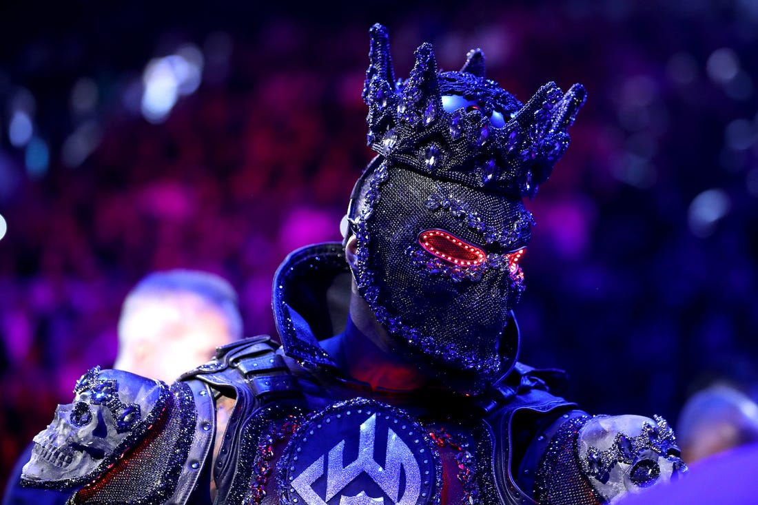 """Wilder Costume - Deontay Wilder Back Tracks From Previous Costume Claims: """"It had a little weight on it, But It wasn't enough to cause me to not have my legs"""""""