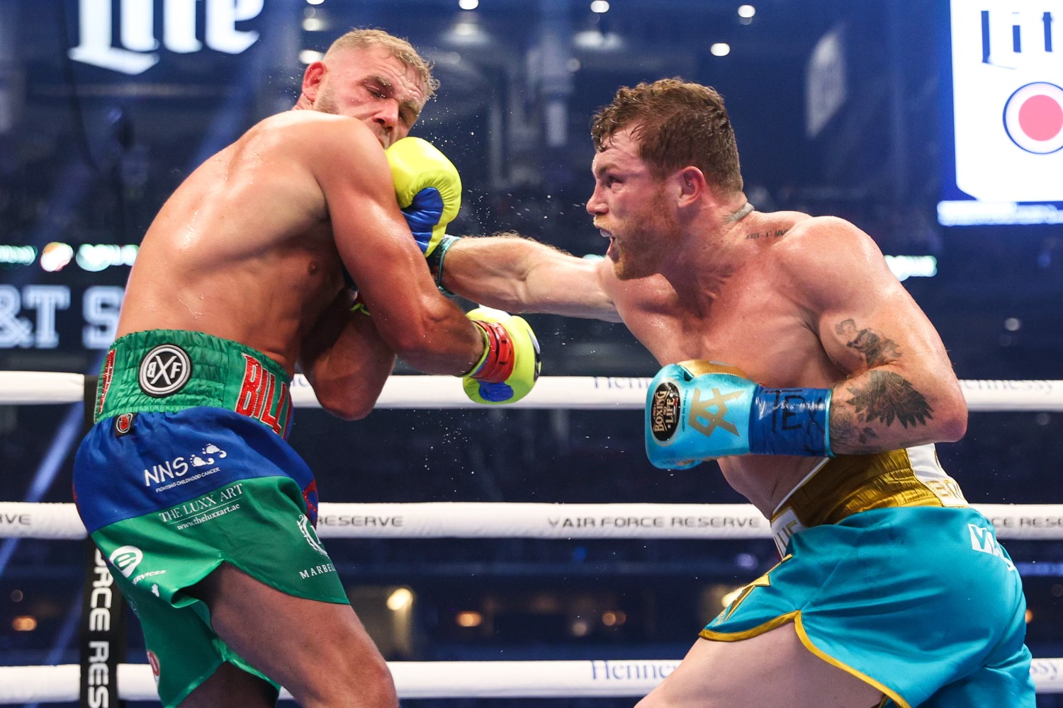 Canelo Alvarez Makes Billy Joe Saunders Eat His Words, Beats Him Down Then Stops Him In The 8th