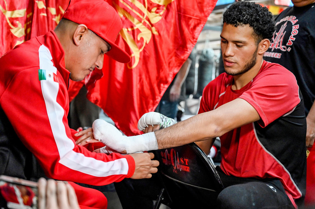 """Jose Benavidez Sr.: """"I Think Canelo Is Really Going To Hurt Caleb Plant, He Might End Up In The Hospital"""""""